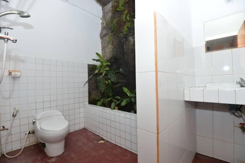 Basic Studio, 2 Twin Beds - Bathroom
