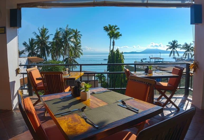 Out of the Blue Resort, Puerto Galera, Dining