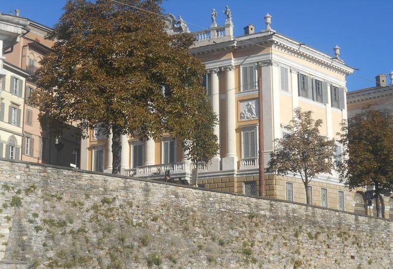 La Maison Des Artistes, Bergamo, Hotel Front