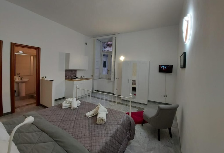 Le Ginestre in Centro, Salerno, Basic Triple Room, Private Bathroom, Guest Room