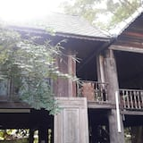 Four-Bedroom House - Terassi/patio