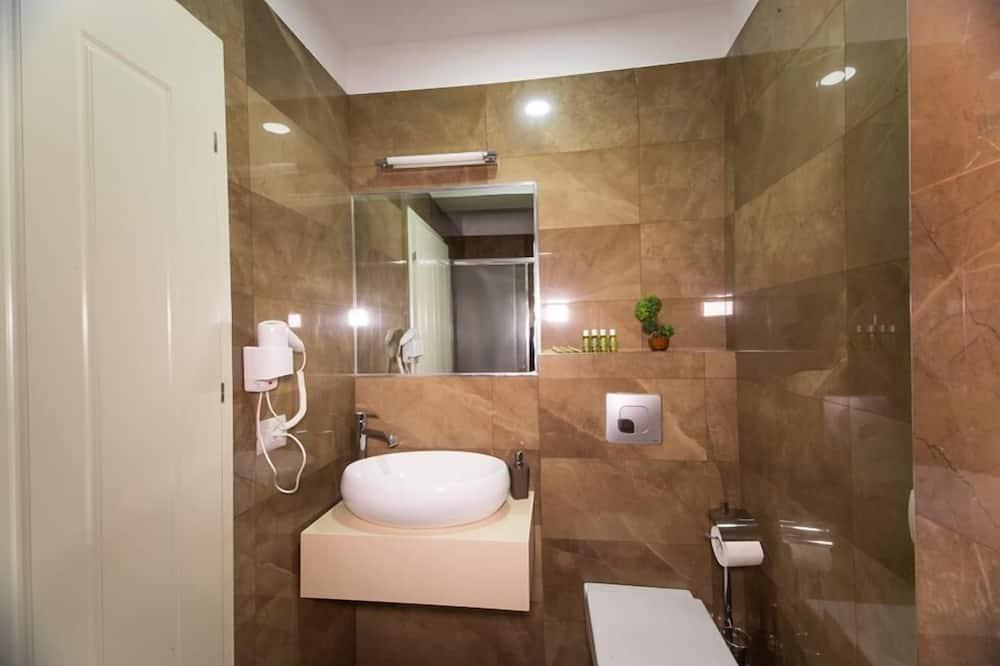 Chambre Double Deluxe, 1 très grand lit et 1 canapé-lit - Salle de bain