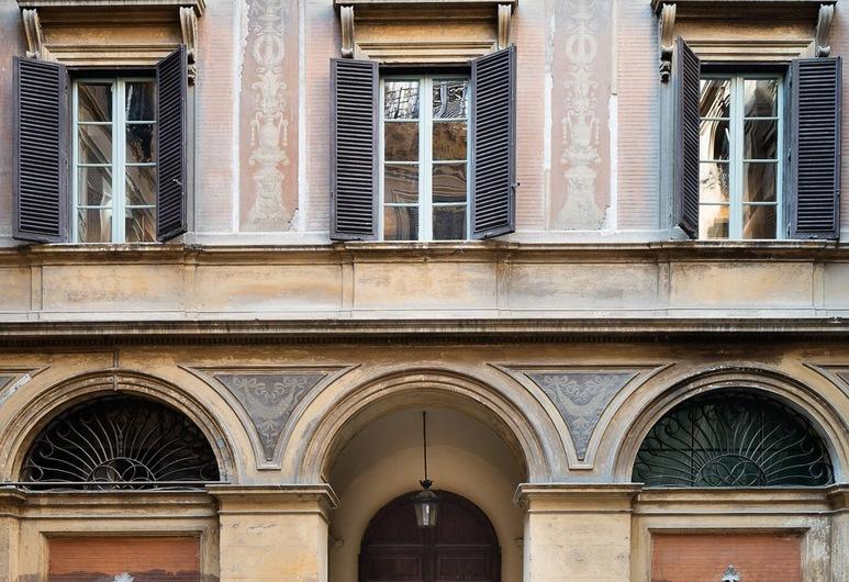 瑞雷斯貴婦酒店, 羅馬, 酒店正面