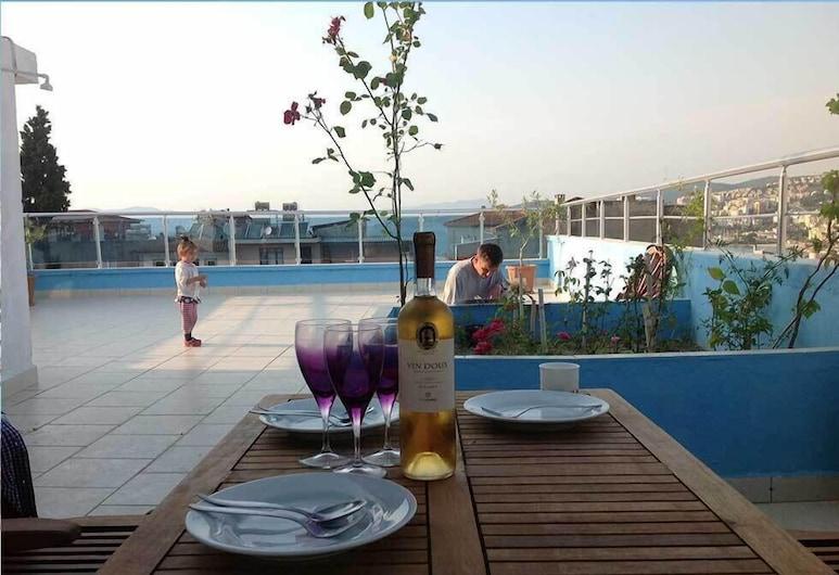 Ephesian Hotel Guesthouse, Kusadasi, Terraza o patio