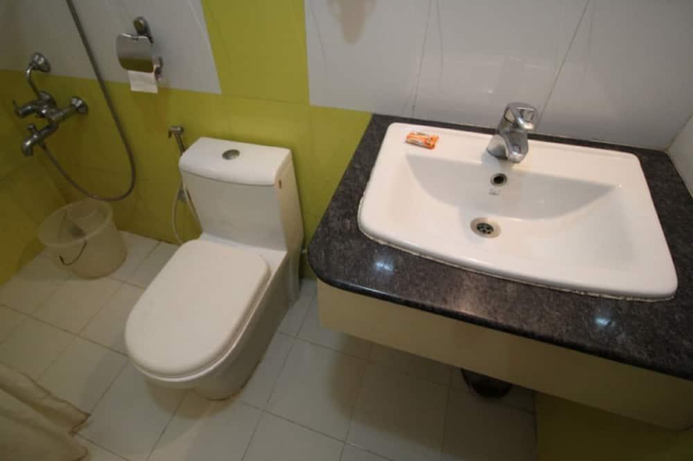 Family Suite, 2 Bedrooms, Non Smoking, City View - Bathroom