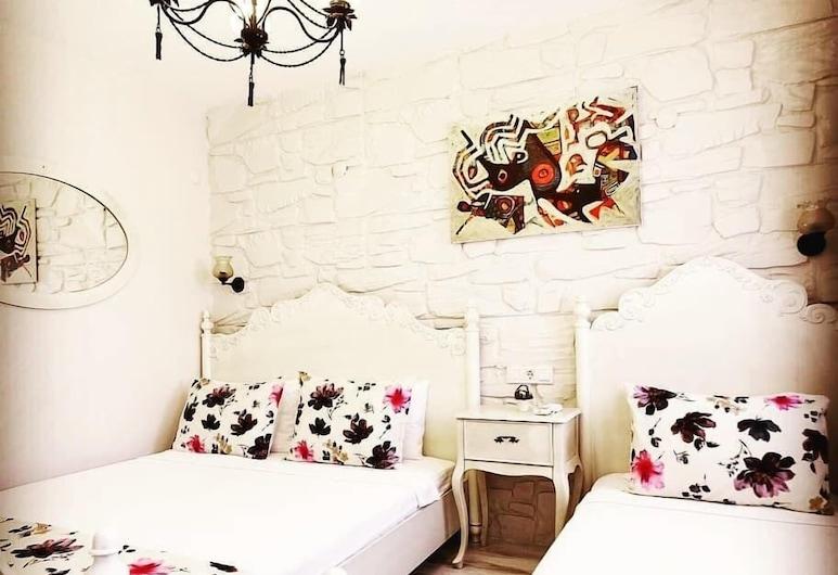 Stafilia Hotel - Adults Only, Bozcaada, Standard-Dreibettzimmer, Zimmer