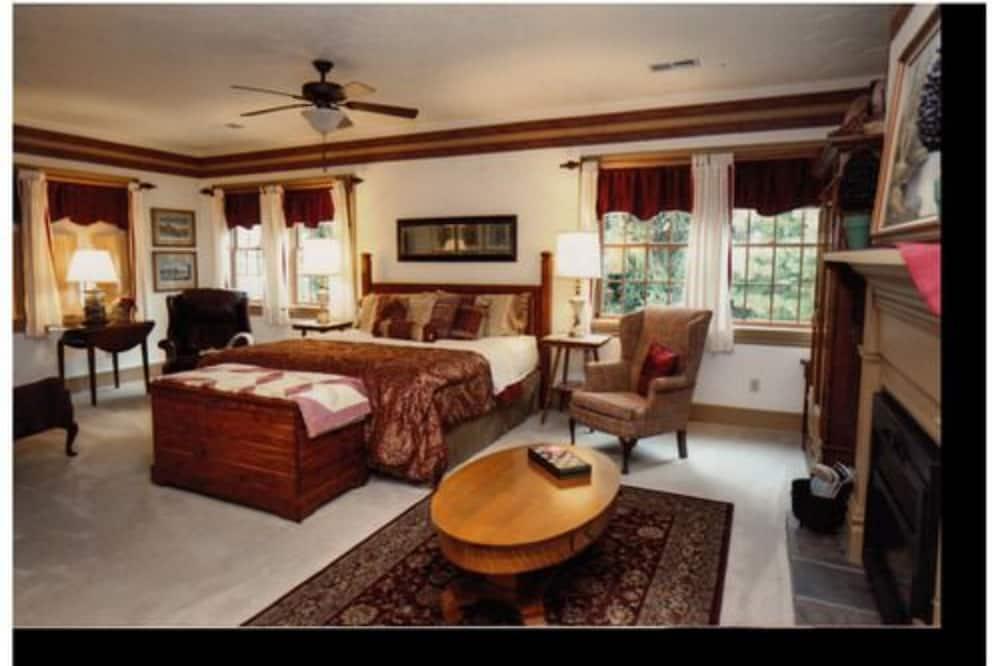 Soba, privatna kupaonica (Laurel King Suite Romantic Get Away) - Soba za goste