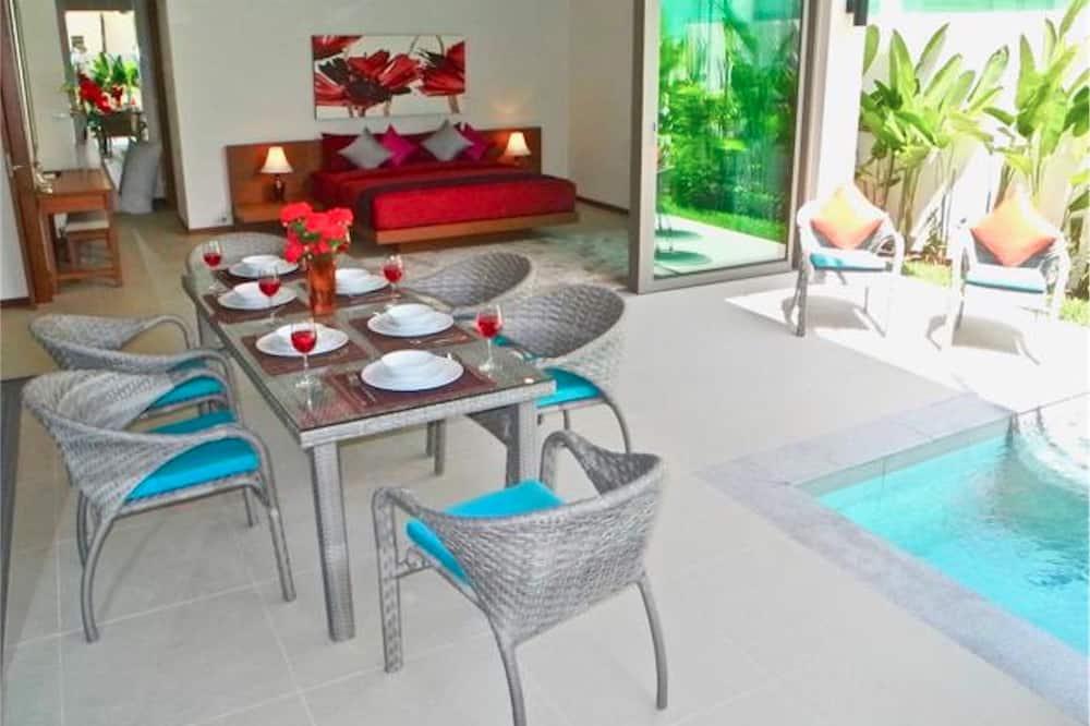 Villa, 3 Bedrooms, Poolside - In-Room Dining
