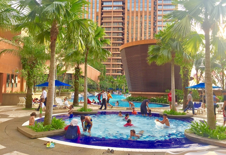 Makam Service Suites Times Square, Kuala Lumpur, Superior Twin Room, City View, Outdoor Pool