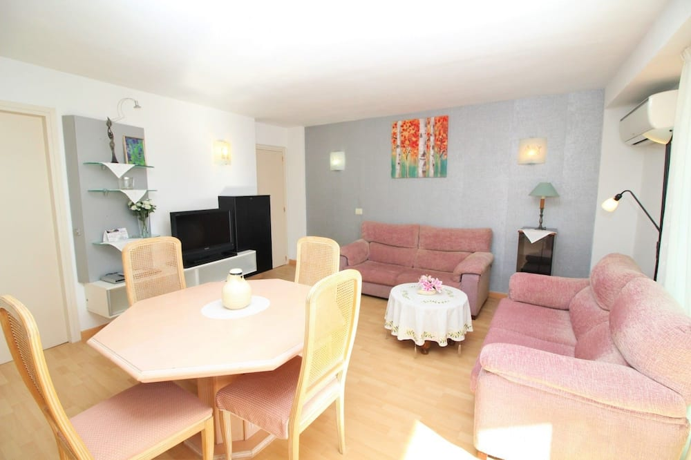 Apartment, 2 Bedrooms, Terrace, Sea View - Living Room