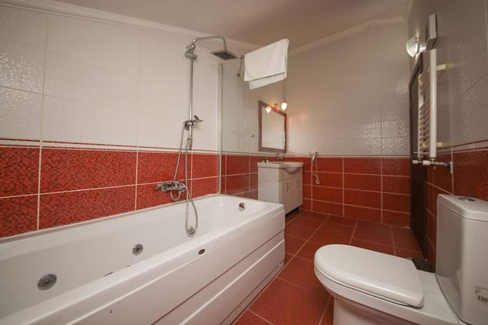 Deluxe Room, Fireplace - Bathroom