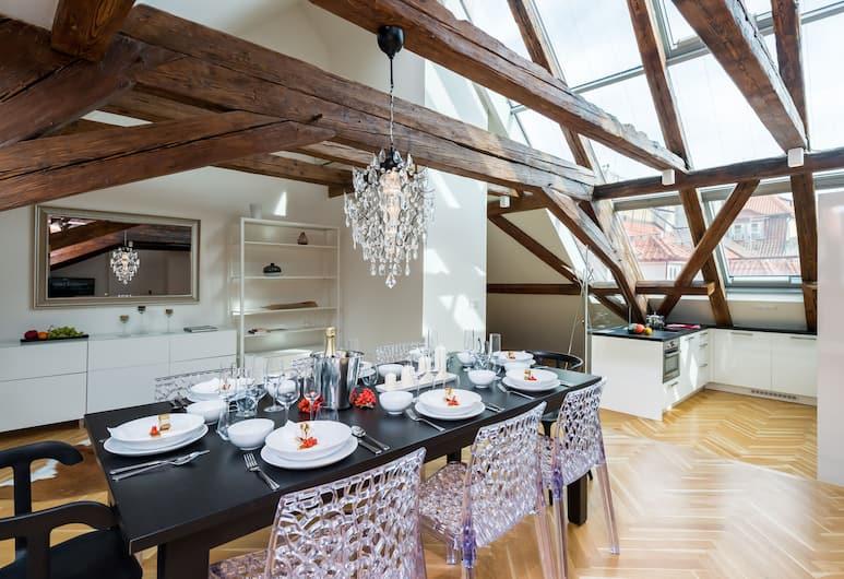 EMPIRENT Apartments Prague Castle, Praag, 3 Bedroom Apartment #803 - Karmelitska 12, Eetruimte in kamer