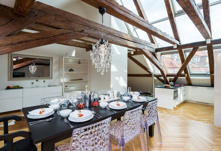EMPIRENT Apartments Prague Castle, Prag, 3 Bedroom Apartment #803 - Karmelitska 12, Odada Yemek Servisi