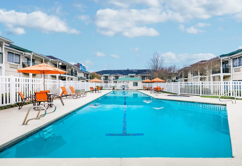 Richmond Inn & Suites Trademark Collection by Wyndham, Baton Rouge, Pool