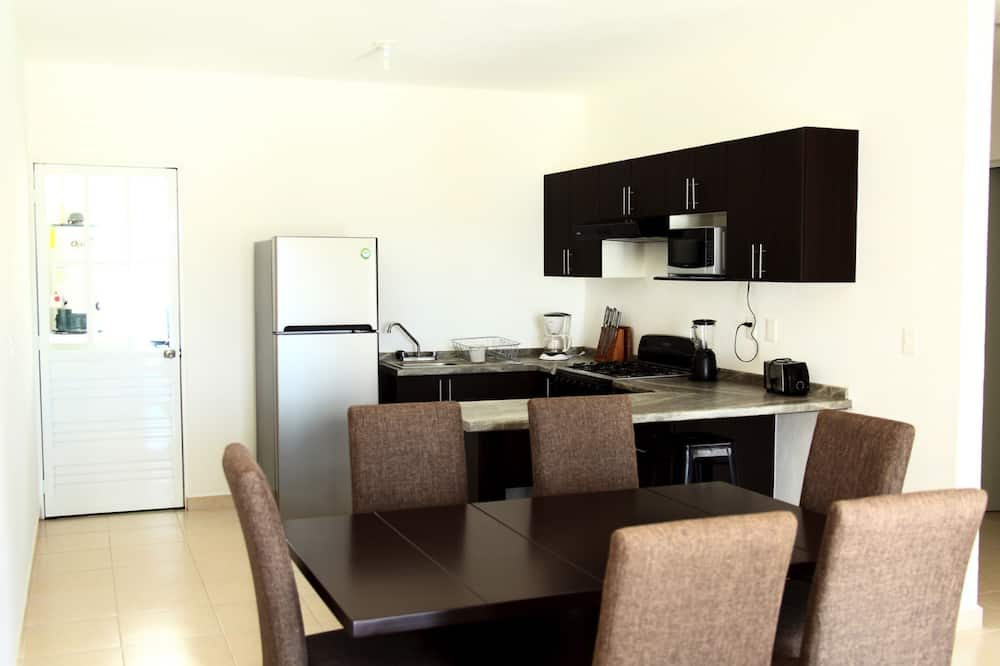 Family Apartment, 3 Bedrooms, Pool View, Poolside - In-Room Dining