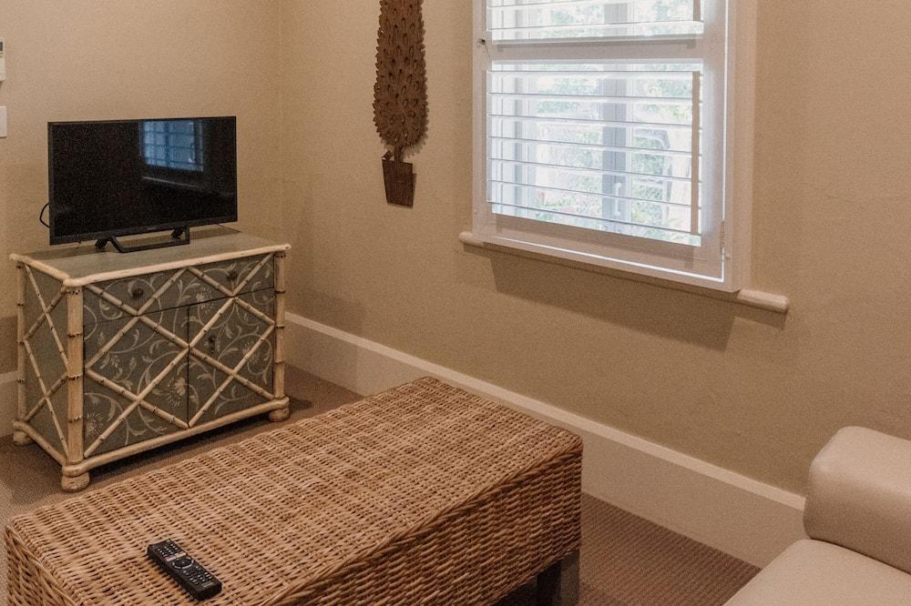 Apartment, 1 Bedroom (Inn One) - Living Area