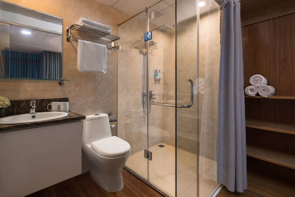 Luxury Double or Twin Room, City View - Bathroom