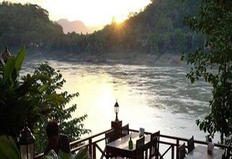 View Khem Khong Guesthouse, לואנג פראבנג, ארוחה בחוץ