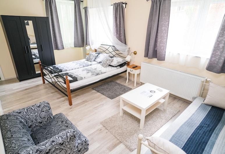 Hostel Kings n' Queens, Zagreb, Deluxe driepersoonskamer, privébadkamer, Woonruimte