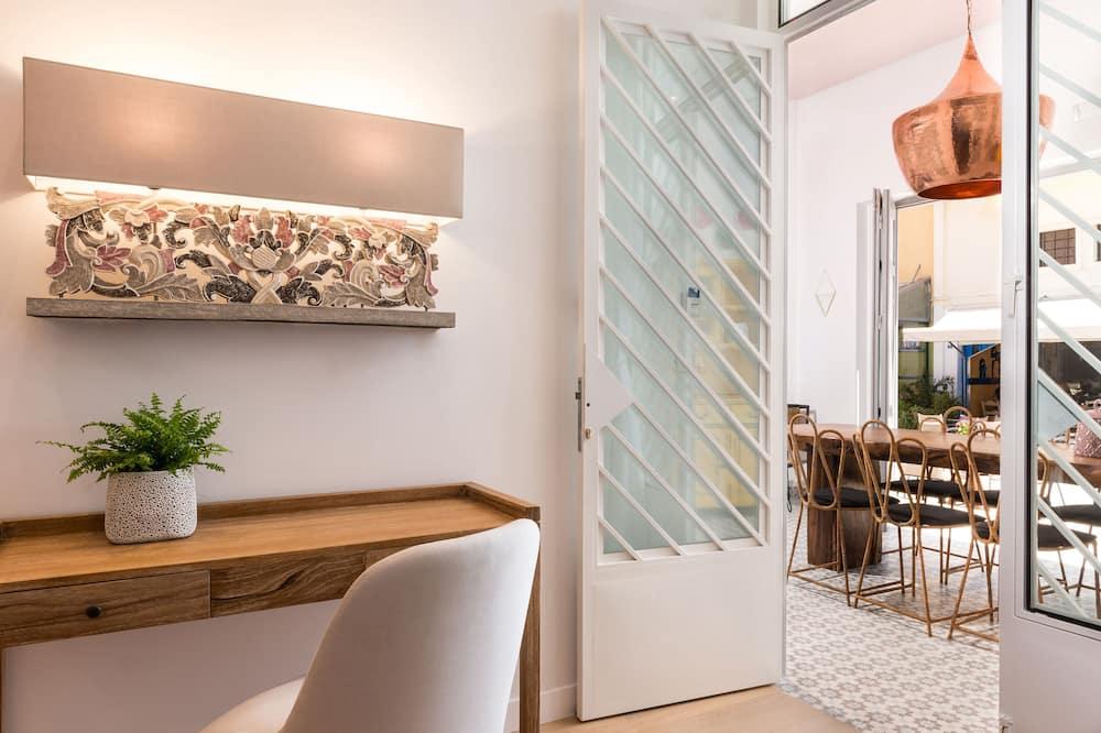 Frida - Living Area