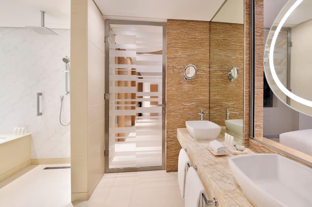 Numeris verslo klientams, 1 labai didelė dvigulė lova, vaizdas į valčių prieplauką - Vonios kambarys