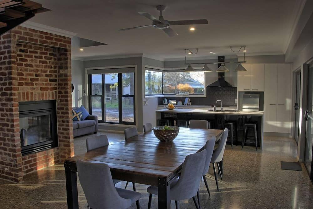House, 3 Bedrooms - In-Room Dining