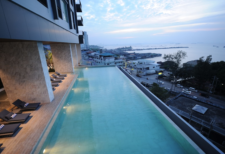 Oakwood Hotel and Residence SriRacha, Si Racha, Infinity Pool