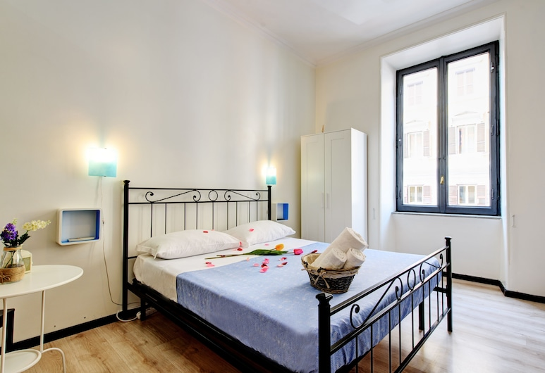 Ad Hoc Guest House, Rome, Quadruple Room, Guest Room