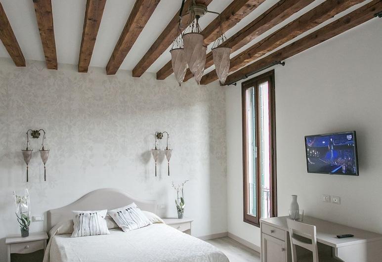 Guesthouse Cà dell'Angelo, Венеция, Трехместный номер, вид на канал, Номер