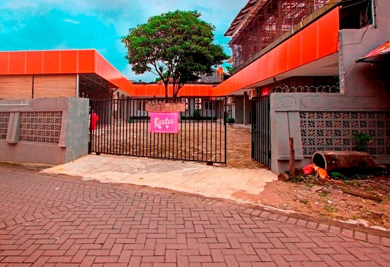RedDoorz near Atmajaya University, Depok, Hoteleingang