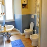 Dreibettzimmer, Gemeinschaftsbad - Badezimmer