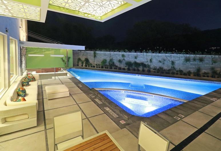 Holiday Inn Chilpancingo, צ'ילפנסינגו דה לוס בראבו, בריכה