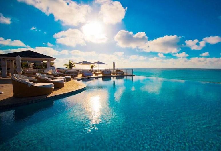 Luxury Custom Villa 210 At Resorts World, Alice Town, Infinity-Pool
