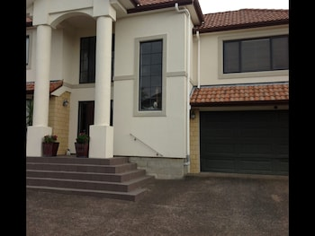 Picture of Howick Luxury Large Home in Auckland