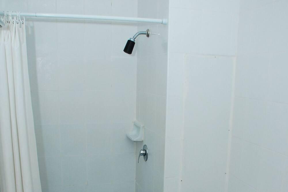 Standard Double Room with Seaview - Bilik mandi
