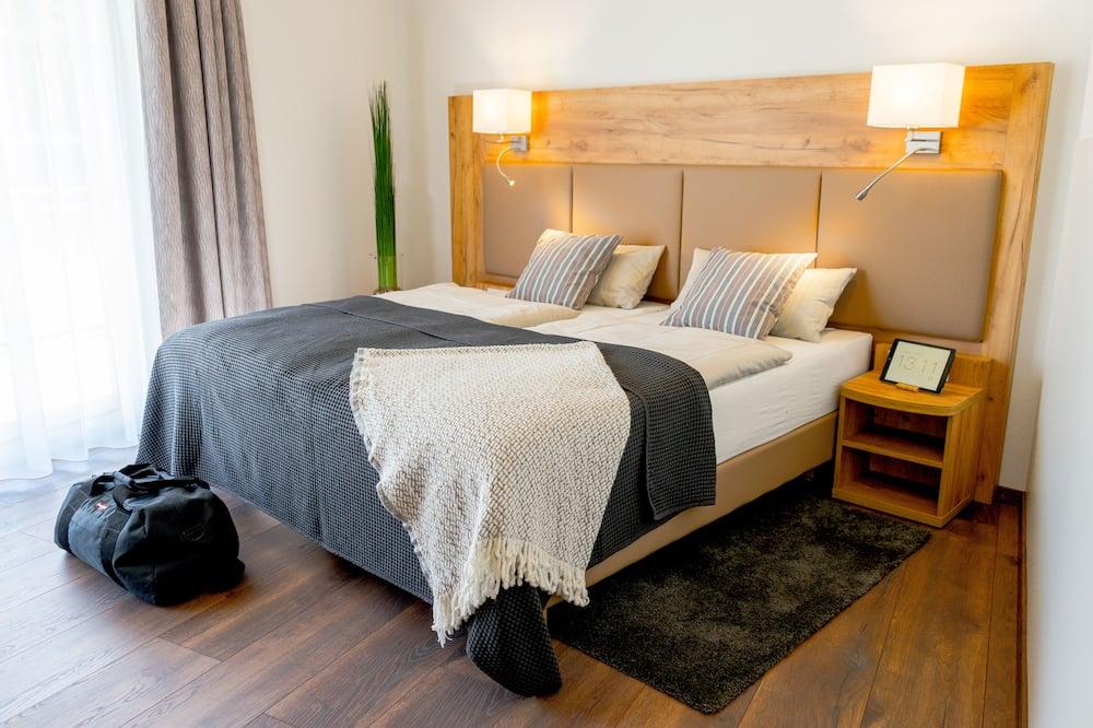 غرفة مزدوجة كلاسيكية - سرير مزدوج - منظر للحديقة - منطقة المعيشة
