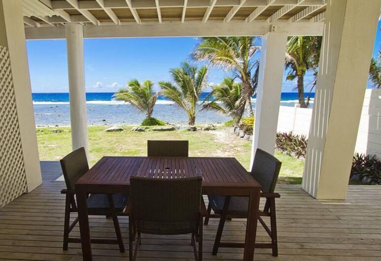 Seaside Beachfront Villas, Раротонга, Студия, с видом на воду (One), Терраса/ патио