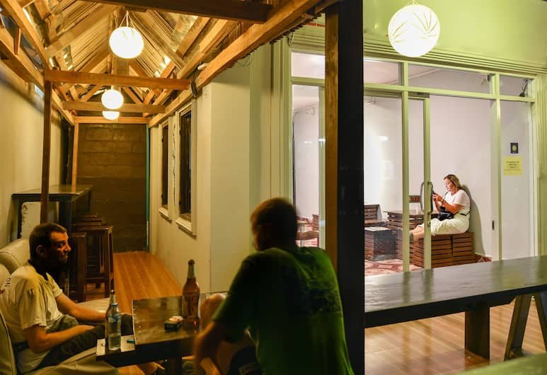 Aham Backpackers Hostel - Adults Only, Luang Prabang, Sittområde i lobbyn