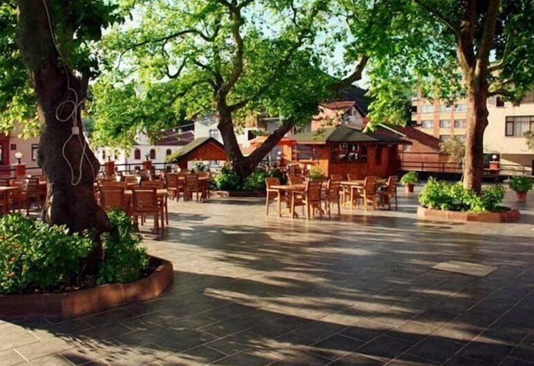 Abana Berrunil Otel, Abana, Speisen im Freien