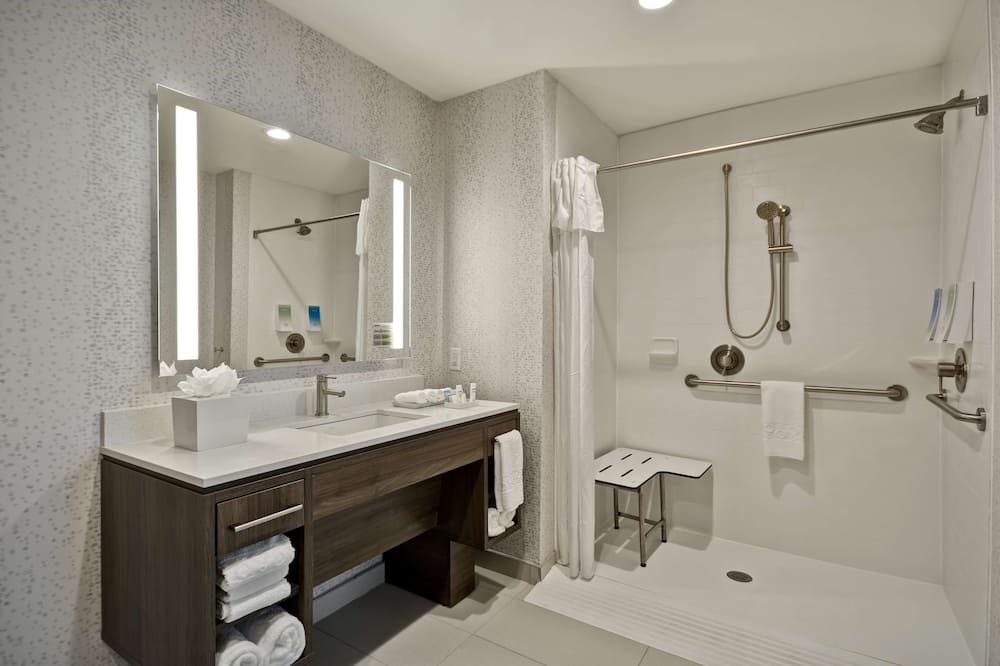 Studio, 2 Queen Beds, Accessible (Mobility & Hearing, Roll-in Shower) - Bathroom