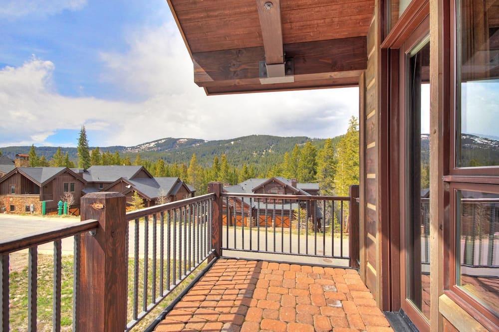 Rumah, 5 kamar tidur - Balkon
