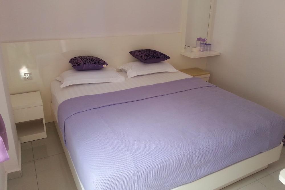 Lavender Riverside Hotel - Hostel