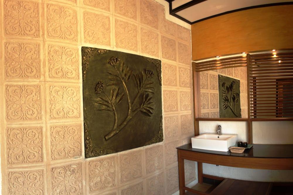 Deluxe Double Room, Lake View - Bathroom