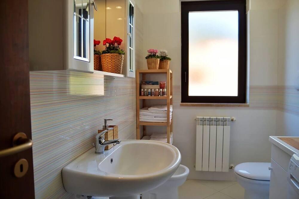 Deluxe appartement, 2 slaapkamers, koelkast & magnetron, uitzicht op bergen - Badkamer