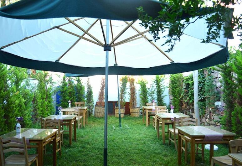 艾思吉飯店, 艾伐利克, 室外用餐