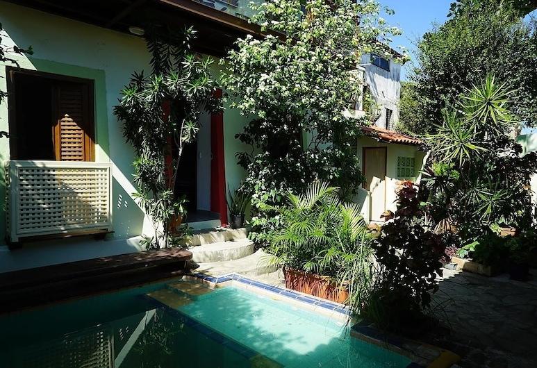 Irradiante, Olinda, Outdoor Pool