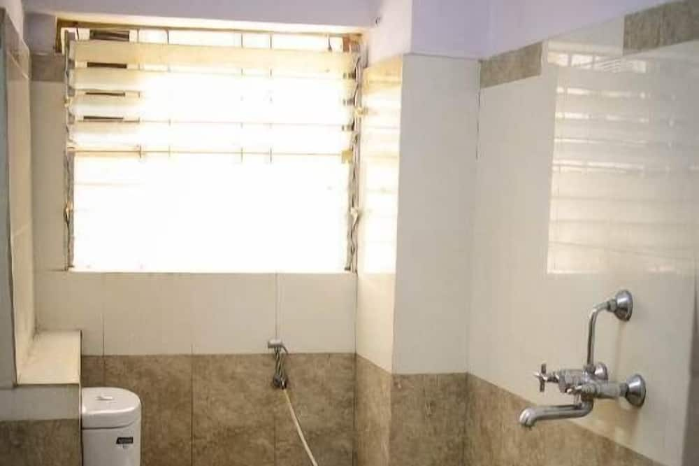 Deluxe Room AC - Bathroom