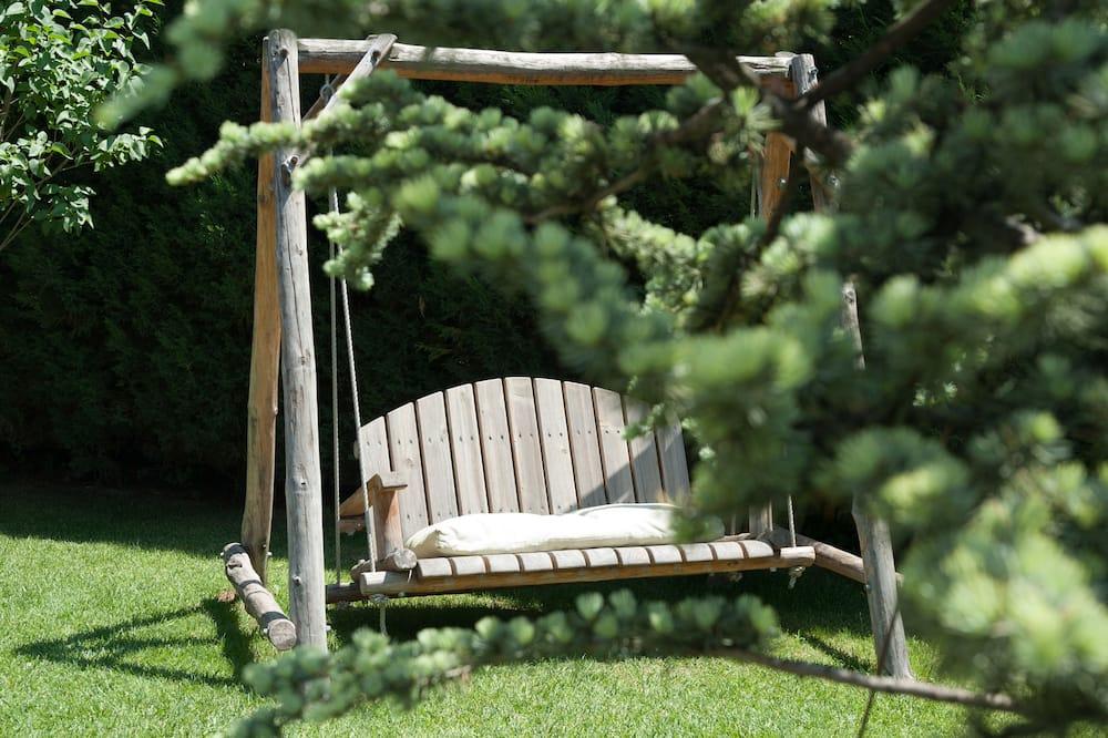 Стандартный двухместный номер с 1 или 2 кроватями, пристройка - Вид на сад