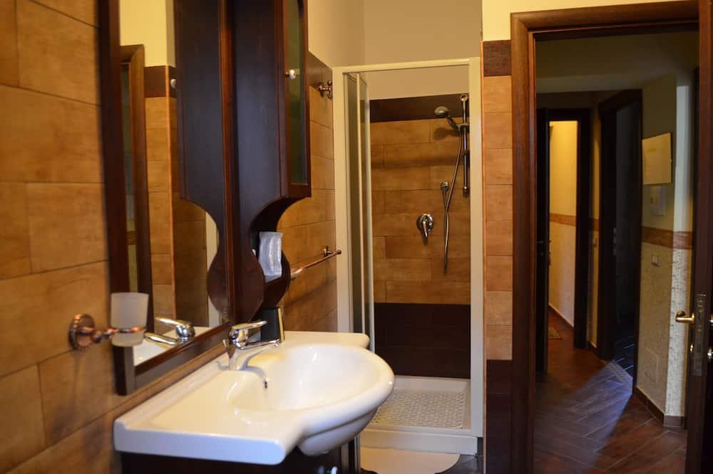 Standard Double Room Single Use - Bathroom Shower