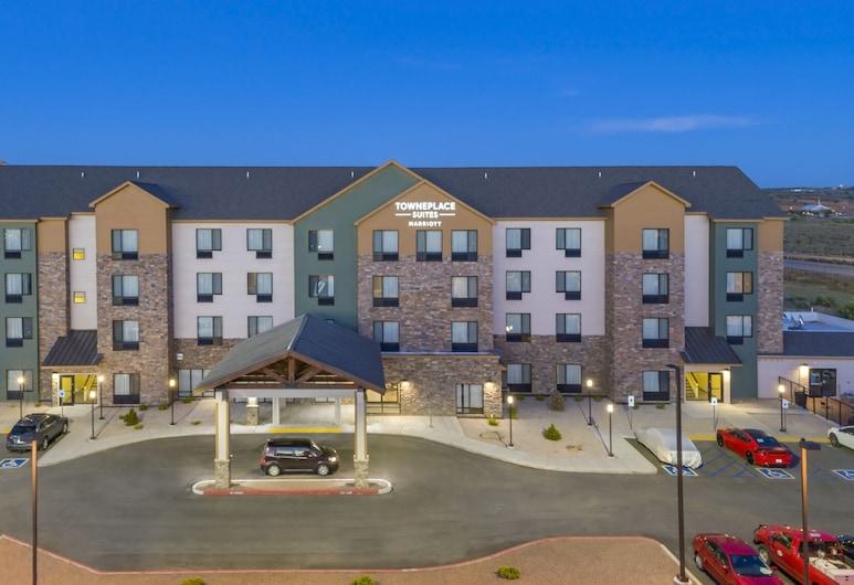 TownePlace Suites by Marriott Gallup, Gallup, Viesnīcas priekšskats vakarā/naktī